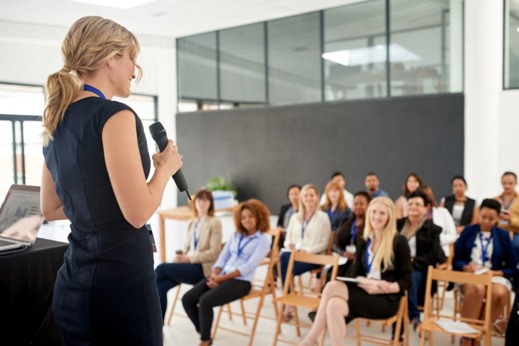 Как правильно произносить речь — 7 советов от эксперта Ксении Телешовой.