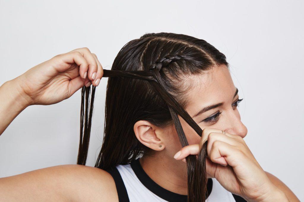Как заплести косички самой себе. Советы для начинающих от парикмахера Виктории Лазницы.