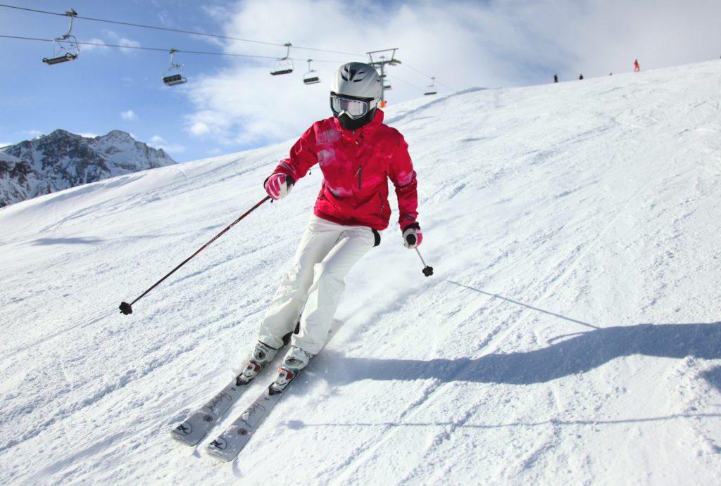 Учимся кататься на горных лыжах: как правильно? Советы от спортивного клуба «Снежная Академия».