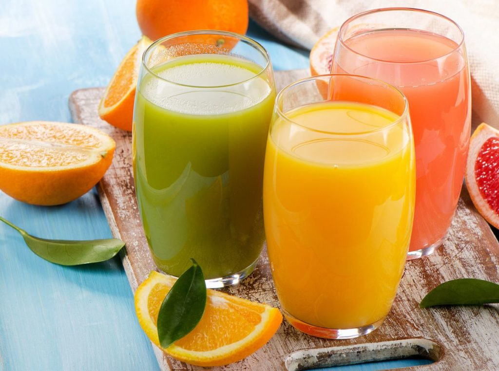 Свежевыжатые соки: польза, вред, как правильно пить?